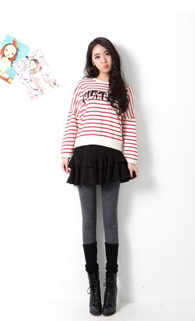 Pantalones cortos y hermosas piernas y ropa interior blanca 4